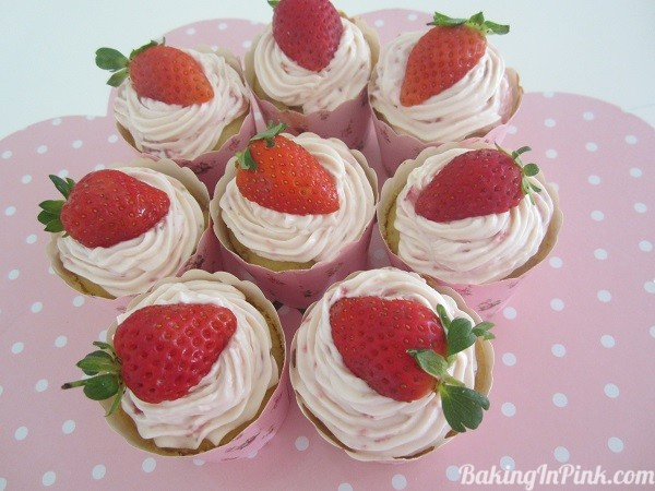 Strawberry Cupcakes with Crust