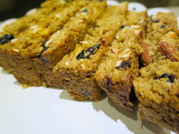 Crunchy Oat, Almond, Cashew and Blueberry Bars
