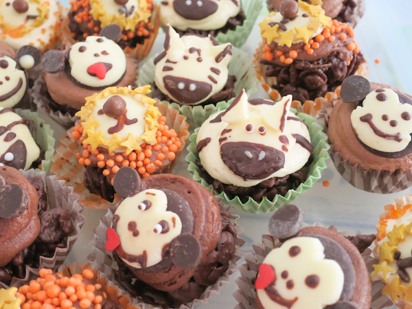 Cocoa Pebble Chocolate Cupcakes with Safari Animal Chocolate Cupcake Toppers