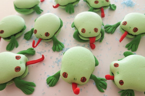 Funky Frog Macarons
