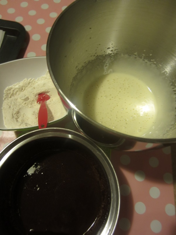 How Long To Leave A Mud Cake In Tin